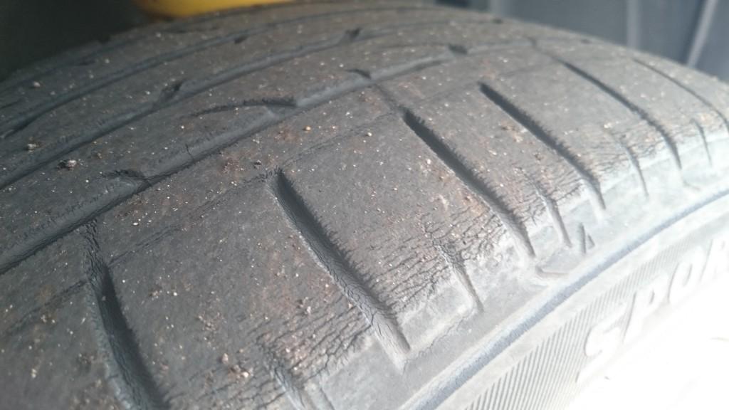交換前の純正タイヤ